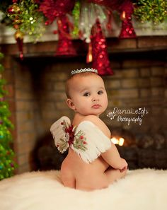 Photo Ideas for Babys First Christmas While the holidays are a special time in itself it makes it so much more special to celebrate alongside your baby. Capturing their first Christmas through creative and cute