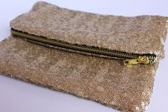 If only I had enough sewing talent! Lined Sequin Clutch With Zipper: a tutorial