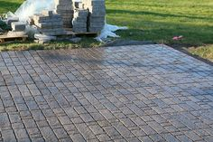 Creating your own paver patio requires one thing - you. See how you can build a perfectly sized paver patio with a built in fire pit. Fire Pit Base, Fire Pit Grill, Metal Fire Pit, Concrete Fire Pits, Cheap Outdoor Fire Pit, Fire Pit Video, Fire Pit Essentials, Outside Fire Pits, Fire Pit Materials