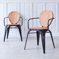 Fauteuil en métal noir surmonté d'une assise en saule naturel.Info : Dim. assise H 45 x L 40 x P 38,5 cm / Hauteur accoudoirs : 20 cmConseil : - mobilier compatible usage extérieur -Pour assurer la longévité de votre meuble, nous recommandons de le protéger à l'aide d'un produit conçu pour l'usage extérieur.Informations Produit :Matière : MetalDimensions : H 82 x L 47 x P 50 cmPoids : 8 kg environAcheter un meuble Tikamoon, c'est acheter une pièce exclusive, dessinée ...