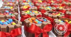 See related links to what you are looking for. Mini Bolo Kit Kat, Mini Cakes, Cupcake Cakes, Lazy Cake, Mini Desserts, Bake Sale, Party Cakes, Yummy Cakes, Cake Designs