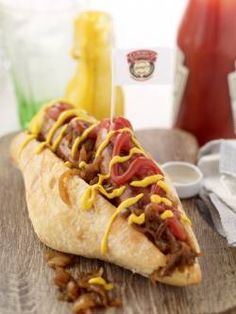 One of our favourite recipes for using our Clonakilty Traditional Sausages in, the humble but incredibly moreish Hot Dawg! It's not really a recipe but more a quick. Irish Sausage, How To Make Sausage, Caramelized Onions, Fun Drinks, Hot Dogs, Bbq, Pork, Favorite Recipes, Sausages