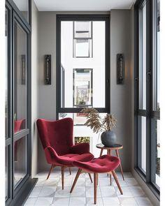 А вот еще один ракурс лоджии из предыдущего поста:▶ зона для отдыха😁, чтения📚, разговоров по телефону☎ или созерцания вида за окном.😍… Flat Interior, Modern Interior, Home Interior Design, Interior Decorating, Design Hall, Living Room Designs, Living Spaces, Home Office Decor, Home Decor