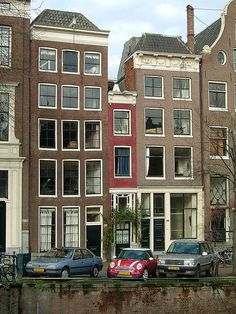 Narrow Building Singel 166 & Amsterdam, Netherlands This teeny house, with its rich red brick facade and impressive entrance door, is super cute even if it is a bit on the narrow side! smallest house of amsterdam Spite House, Places Around The World, Around The Worlds, Places To Travel, Places To Visit, Foto Poster, Narrow House, Amsterdam Netherlands, Amsterdam Houses