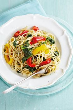 If youre trying out the diet then our under 500 calorie meal plans will get you though those fasting days with delicious and filling recipes - yum! Breakfast Under 100 Calories, Dinner Under 300 Calories, 500 Calories A Day, 2000 Calories, 500 Calorie Meal Plan, Calorie Diet, Veggie Spaghetti, Veggie Pasta, Pasta Food