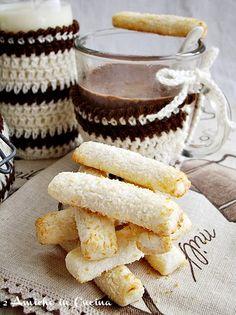 Cioccolata in tazza con biscottini al cocco❤