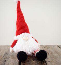 Scandinavian crochet Santa gnome (free crochet pattern) // Ülő amigurumi mikulás minta (ingyenes horgolásminta) // Mindy - craft tutorial collection // #crafts #DIY #craftTutorial #tutorial #ChristmasCrafts #Christmas #Karácsony