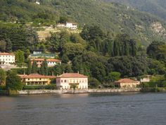 Vila Pizzo in Cernobbio is quite popular as location for weddings! it is so romantic with its amazing garden!!!