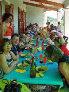 Avec les beaux jours ,nous sommes de retour ! Balade en famille dans les vignes au Domaine du Biarnès et dégustations de vins ( avec modération bien sur) Repas dans la bonne humeur ! Visite de notre exploitation ! Et pour terminer ,visite des jardins...