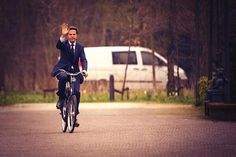 """This apparently is how the Dutch PM arrived to meet Obama today.""               #cycling #bike #bicycle #commute #dutch"