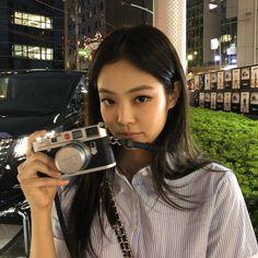 jennierubyjane IG update my new toy Kim Jennie, Jennie Kim Tumblr, Kpop Girl Groups, Korean Girl Groups, Kpop Girls, Blackpink Photos, Blackpink Fashion, Blackpink Jisoo, K Pop