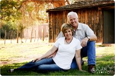 Classy kneeling photography pose for this Anniversary couple