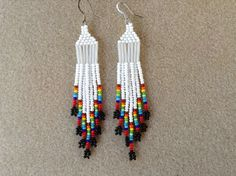 Etsy の Native American style seed bead earrings by Beadcracka