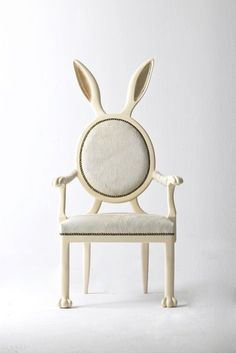 とてもかわいいウサギのイス。不思議の国のアリスにでてきそうな椅子です。うさぎ好きにおすすめ。 : 伊勢海老太郎ブログ