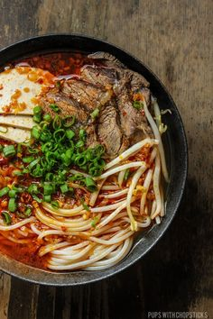 Spicy Vietnamese Beef Noodle Soup (Bun Bo Hue) A Vietnamese spicy beef noodle soup (Bun Bo Hue) packed with flavour. If you love Pho, and you love a bit of spice the definitely give Bun Bo Hue a try. Asian Recipes, Beef Recipes, Soup Recipes, Cooking Recipes, Healthy Recipes, Ethnic Recipes, Noodle Recipes, Asian Desserts, Beef Pho Soup Recipe