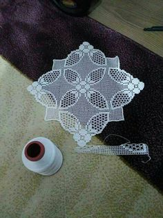 This Pin was discovered by HUZ Crochet Doily Patterns, Crochet Art, Filet Crochet, Irish Crochet, Crochet Motif, Crochet Doilies, Crochet Stitches, Knitting Patterns, Braidless Crochet