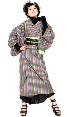 タートル、太ベルト、ロングスカート、ハイヒール。 ファッションではこういうのもアリなのね! Kimono Japan, Yukata Kimono, Kimono Dress, Kimono Style, Harajuku Fashion, Japan Fashion, Cute Kimonos, Traditional Japanese Kimono, Modern Kimono