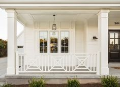 15 Fabulous Farmhouse Front Porch Decorating Ideas You Have Must See 15 Awesome Farmhouse Porch Dekoration Ideen zu sehen – Awesome Indoor & Outdoor Rustic Farmhouse, Front Porch Railings, Railing Design, Front Porch Design, Front Porch Decorating, Porch Makeover, Porch Kits, House With Porch, Building A Porch