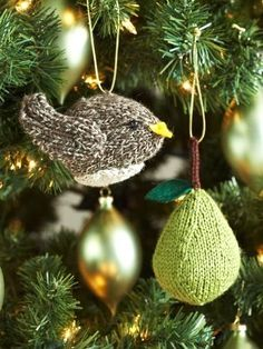 Classic Wool~Partridge or a Pear Tree Ornaments Paton: Knit a partridge and a pear tree for your next holiday. Shown in Patons Classic Wool. (Free registration is required! Knitted Christmas Decorations, Knit Christmas Ornaments, Christmas Themes, Holiday Crafts, Green Christmas, Christmas Colors, Diy Ornaments, Angel Ornaments, Christmas Projects