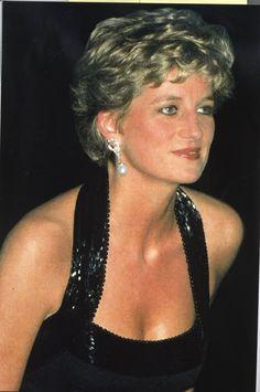 November 28, 1994: Princess Diana at a UNESCO charity dinner at the Palace of Versailles in Paris, France.