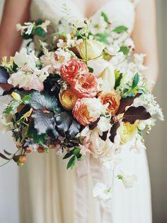 Ranunculus, rose and leaf bouquet | Laura Gordon Photography