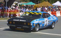 Falcongoss - Ford Falcon (XA) - Wikipedia - A race replica of the Ford XA Falcon GT Hardtop in which John Goss and Kevin Bartlett won the 1974 Hardie-Ferodo 1000 at Bathurst Australian Muscle Cars, Aussie Muscle Cars, V8 Supercars, Classic Race Cars, Ford Torino, American Racing, Ford Falcon, Hot Rides, Ford Gt