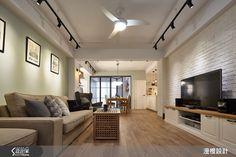 釋放陽光般的燦爛微笑,許你 32 坪超正點北歐宅!-設計家 Searchome Track Lights Living Room, Living Room Lighting, My Living Room, Interior Exterior, Interior Design, Condominium, Living Room Designs, Small Spaces, House Design