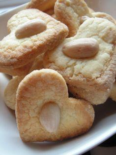 """Biscuits de Noël - coeurs aux amandes : """"bredele"""", version amande"""