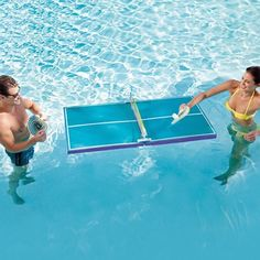 pool ping pong table - This pool ping pong table is sure to make your summer a splash. The Floating Waterproof Table Tennis allows two players to play ping pong while swi. Living Pool, Outdoor Living, Floating Table, Floating Water, Materiel Camping, Ping Pong Table Tennis, Pool Games, Backyard Games, Backyard Ideas