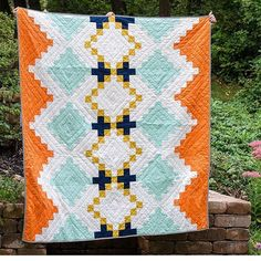 I am in love with this quilt by @ohsewbrooke. The colors!!!! A little bit summer and a little bit fall. Perfect for today. And her whole feed is gorgeous! If you're looking for super talented, inspirational quilters to follow, jump over to her feed. . .