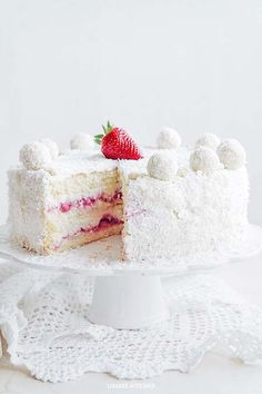 Pretty Strawberry Raffaello Cake Recipe