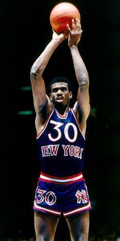 Take that Knicks tradition and toss it out the window! At least we get a look at an all-time great Knick, Bernard King! I Love Basketball, Basketball Pictures, Basketball Legends, College Basketball, Sports Images, Sports Pictures, New York Knicks, Nba Players, Basketball Players