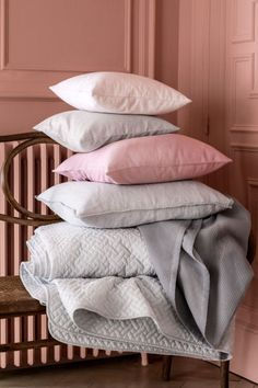 Quilted bedspread: Quilted bedspread in a cotton weave with polyester padding.