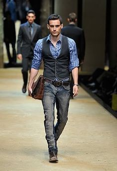 Great casual look with a bit of edge. Outfits Casual, Vest Outfits, Mode Outfits, Fashion Outfits, Stylish Men, Men Casual, Casual Jeans, Smart Casual, Gilet Costume