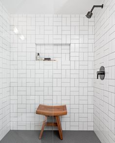 i want this exact shower! White shower wall tiles with black black grout are fitted with an matte black shower kit, while a teak butterfly stool sits on black hex floor tiles beneath a tiled niche in a seamless glass shower. White Bathroom Tiles, Small Bathroom, Bathroom Ideas, White Tiles Black Grout, Glass Bathroom, Tile Bathrooms, Modern Bathroom, Bronze Bathroom, Bathrooms With Subway Tile