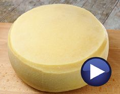 Cheese Whiz, Queso Cheese, Cheese Bread, Cheesy Recipes, Mexican Food Recipes, How To Make Cheese, Food To Make, Charcuterie, Quiches