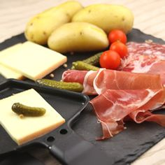 Raclette is my favorite french meal Fondue Raclette, Raclette Party, Raclette Recipes, Fondue Party, Raclette Ideas, Food T, Food And Drink, Yummy Food, Crepes