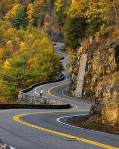 Beautiful Roads, Beautiful Places, Places Around The World, Around The Worlds, Perspective Pictures, Autumn Scenery, White Mountains, Winding Road, Roadtrip