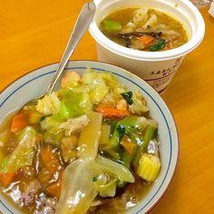 今日は通院で疲れたので コンビニ&冷凍の中華丼(; ̄ェ ̄) - 10件のもぐもぐ - 中華丼と餃子のスープ by karintou2525