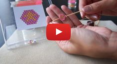 Video tutorial to learn the technique of weaving beads in brick stitch Video tutorial to learn the technique of weaving beads in brick stitch .- Video tutorial to learn the technique of weaving pearls in brick stitch: the beginning, the increases, the Beaded Earrings Patterns, Bead Loom Patterns, Jewelry Patterns, Bracelet Patterns, Beading Patterns, Beading Techniques, Beading Tutorials, Beading Ideas, Diy Jewelry