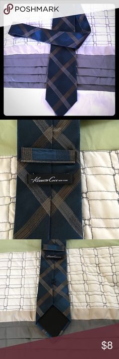 Kenneth Cole Blue and Gold tie Like new! Kenneth Cole Accessories Ties