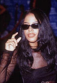 Aaliyah Grunge Outfits, 90s Fashion Grunge, 2000s Fashion, Look Fashion, 90s Grunge, Fashion Outfits, Aaliyah Outfits, Aaliyah Style, Hip Hop Outfits