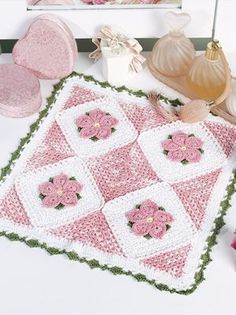 Doily of the Month-Pretty Posies  Crochet World (pdf download) free