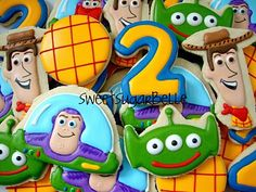 oh good golly gosh! these are amazing Toy Story cookies! New Toy Story, Toy Story Party, Toy Story Birthday, 2nd Birthday Parties, Birthday Ideas, Festa Toy Store, Imprimibles Toy Story Gratis, Bolacha Cookies, Toy Story Cookies