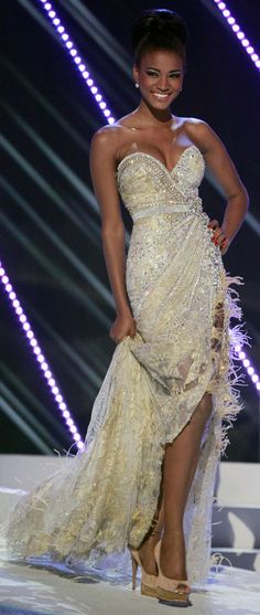 Leila Lopes (Angolan) #MissUniverse #Angolan #WoopWoop                                                                                                                                                                                 Más