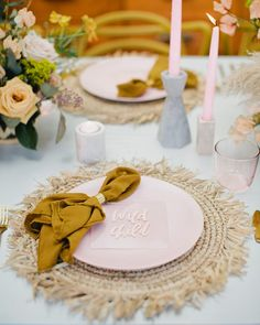 Unique Chargers That Will Upgrade Your Reception's Place Settings Baby Shower Yellow, Baby Shower Table, Boho Baby Shower, Baby Yellow, Wedding Table Linens, Wedding Reception Tables, Wedding Napkins, Reception Decorations, Table Decorations