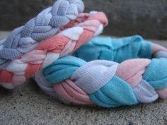 t-shirt bracelet… {kid craft monday - Home Tee Shirt Crafts, T Shirt Yarn, Tee Shirts, Gem Crafts, Easy Crafts, Creative Crafts, Crafts For Kids To Make, Projects For Kids, T Shirt Bracelet