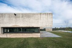 Reflecting pool fronts linear concrete house in Argentina by Luciano Kruk