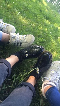 Image about fashion in ☪♰Pale/Grungy☪♰ by Effy Cute Girl Photo, Girl Photo Poses, Nike Free Shoes, Nike Shoes Outlet, Cool Girl Pictures, Girl Photos, Cover Design, Reflective Shoes, Applis Photo