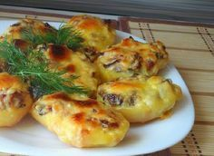 Baked potatoes with mushrooms Cheesy Recipes, Potato Recipes, Pork Recipes, Vegetarian Recipes, Cooking Recipes, Hungarian Recipes, Russian Recipes, Musaka, European Cuisine